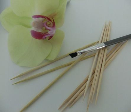 Stain wooden skewers with natural dye