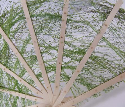Weaving with tufts of grass