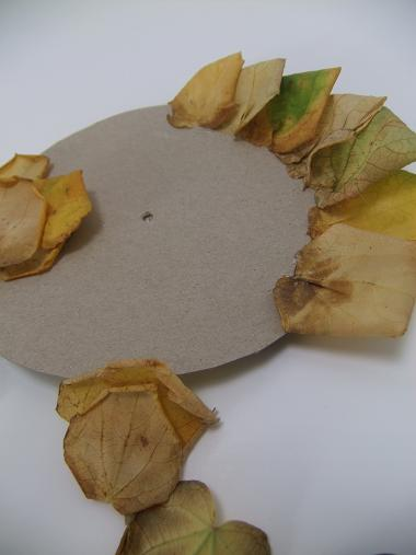 Glue the leaves onto the rosette cardboard