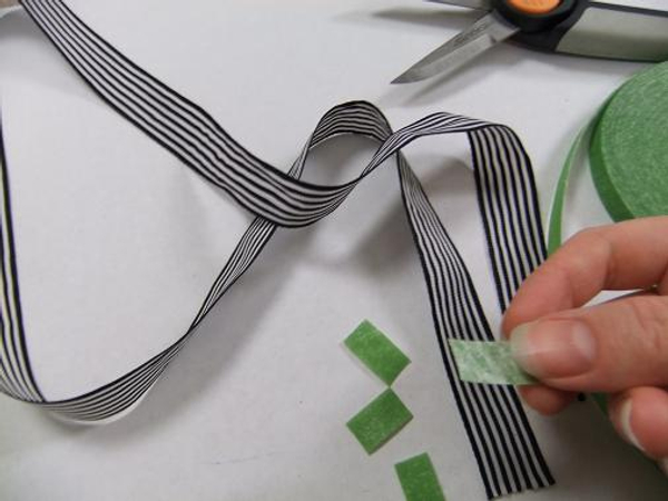 Cut 4 narrow strips of velcro