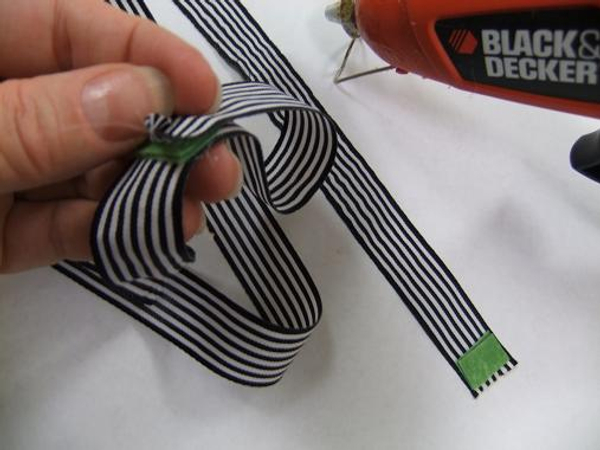 Glue the velcro to the ribbon