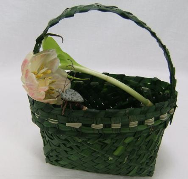 Tulip in a hand-woven green grass hand bag