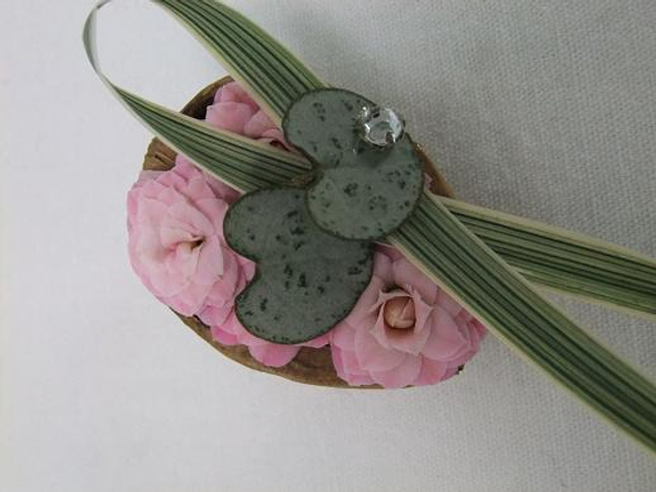 Bring a bit of the outside in and create a floral fridge magnet.
