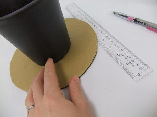 Cut a cardboard circle and choose a base for the cake stand