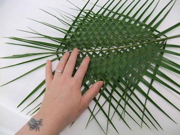 Wiggle each leaf to create a tight and neat weave