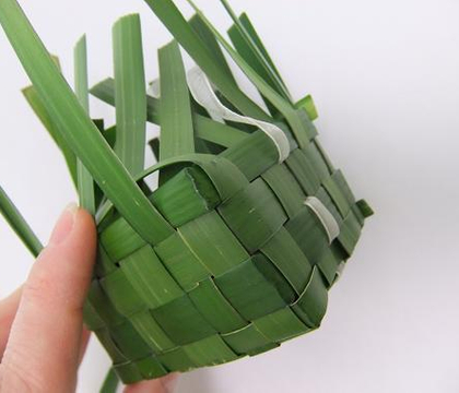 Weaving a cube foliage ring box