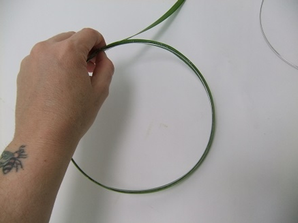 Glue the other half of the leaf to the inside of the ring