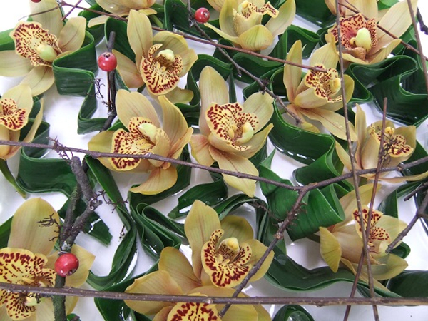 Fold a few leaves in a zig zag pattern to support the orchids