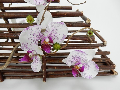 Glue a Phalaenopsis orchids, Hazel and strawberry twig bridal Basket