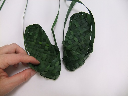 Finish off the other slipper until you only have four strands of dangling leaves left