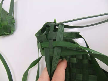 Wiggle the leaves to create a tight weave