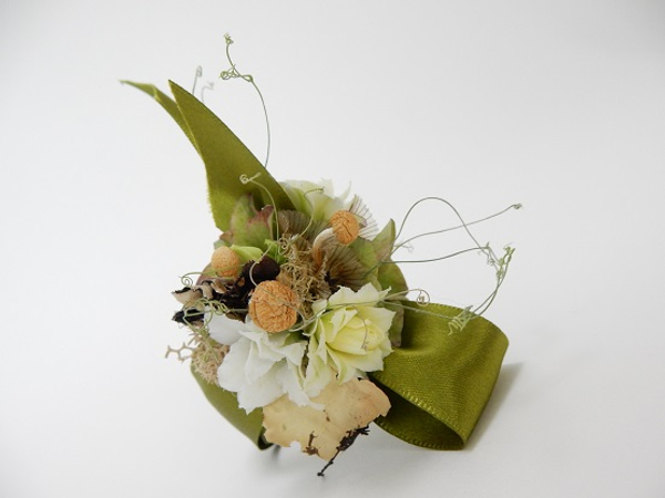 Kalanchoe, dried mushrooms, dried hydrangea, scabiosa, lichen, moss and sweet pea tendrils wrist corsage