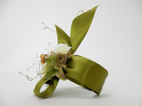Scabiosa Pod, sweet pea tendrils and dried hydrangea