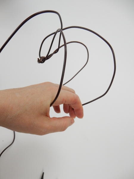 Bend the wire in the middle point and curve it round the back to fill out the heart shape