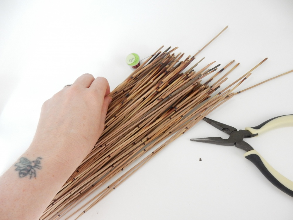 Cut the reeds to the same length