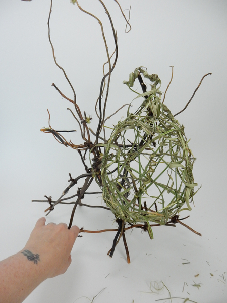 Suspend the nest in a twig tangle