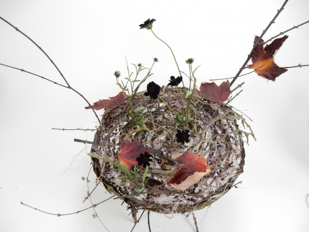 Round armature with fall leaves and chocolate cosmos