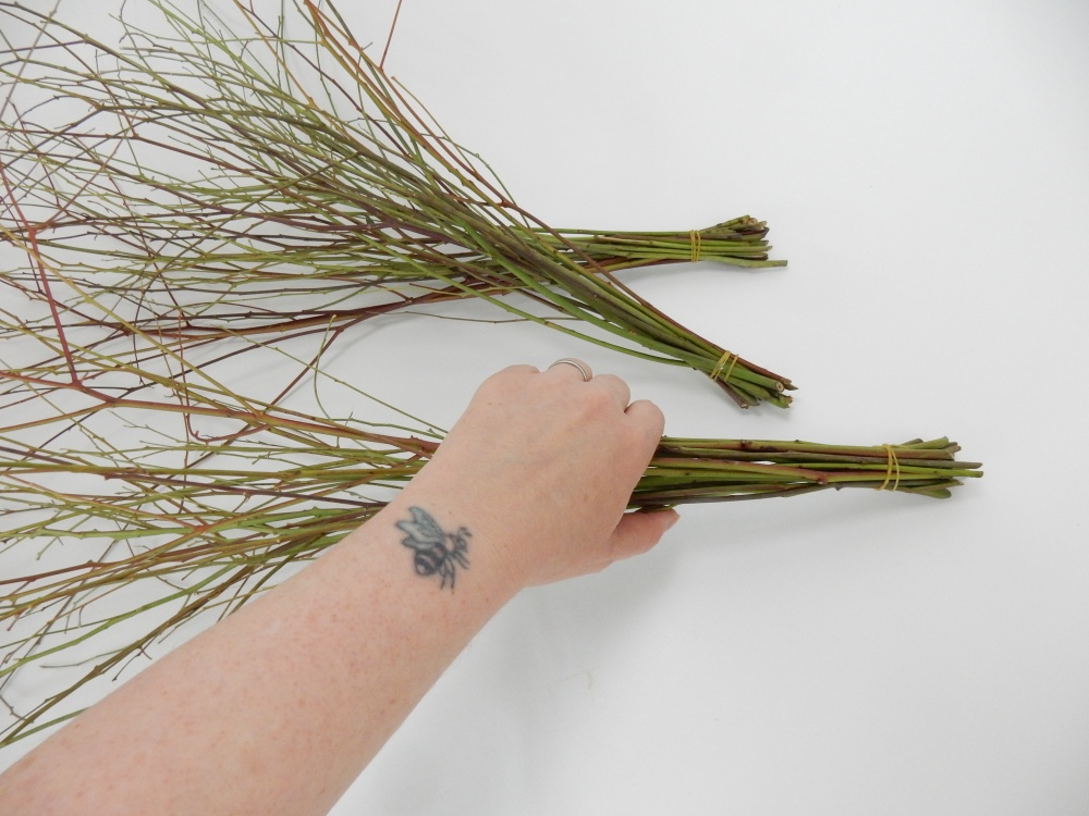 Tie the bundles of twigs at one end
