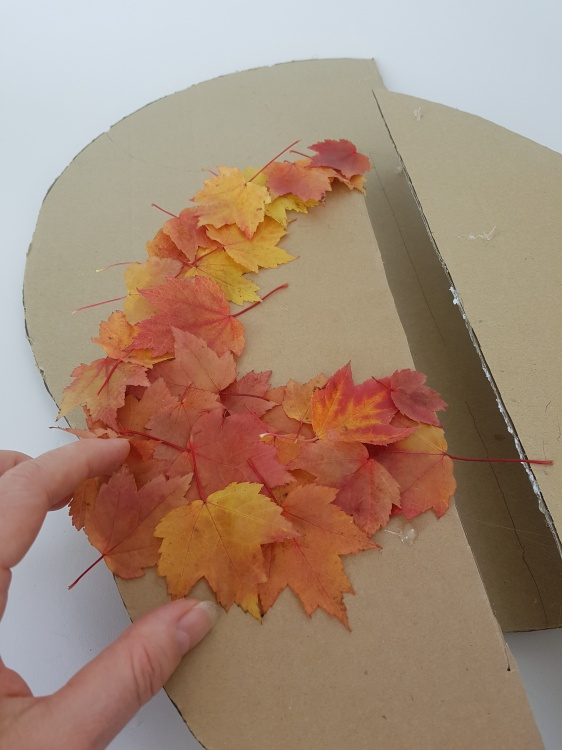 Cover the surfaces with autumn leaves following the shapes