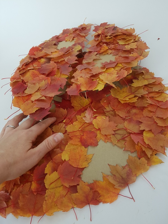 If it is difficult to glue the leaves on the bottom section simply lift it off