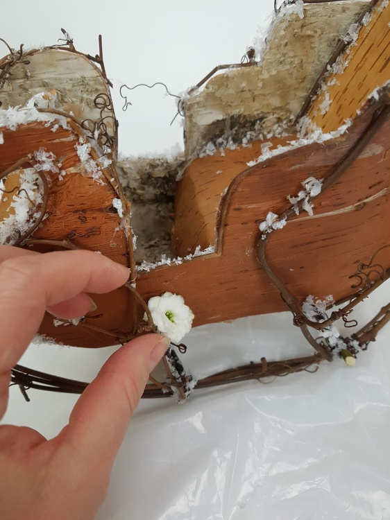 Use floral glue to glue in the Kalanchoe flowers