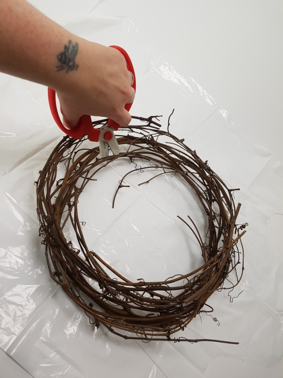Cut a wreath into sections