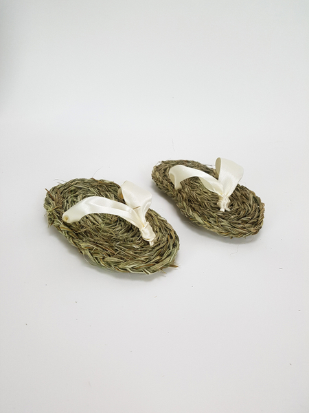 Braid foliage to make sandals