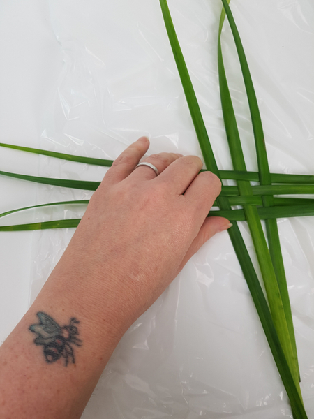 Weave a few blades of lily grass into a basic weaving pattern