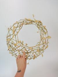Off-center hole-wreath armature