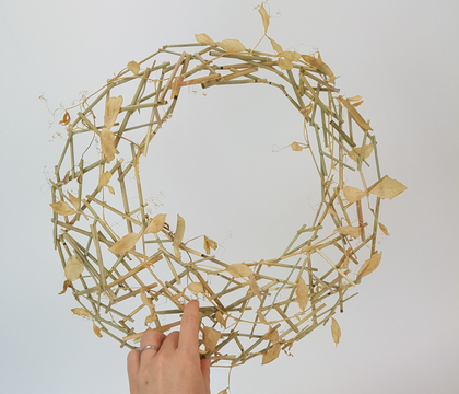 Off-center hole-wreath armature