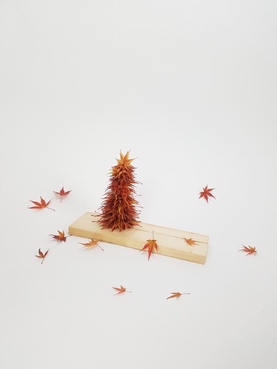 Thread a nature craft Christmas tree