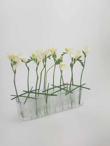 Creating a cracked ice look in floral design