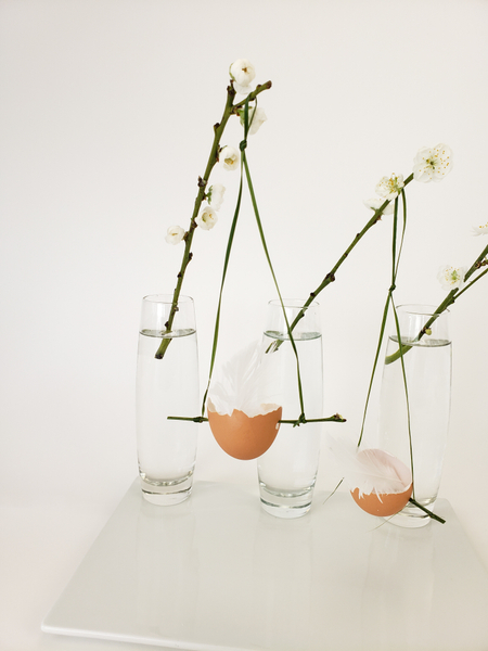 Add eggshells into Spring floral designs