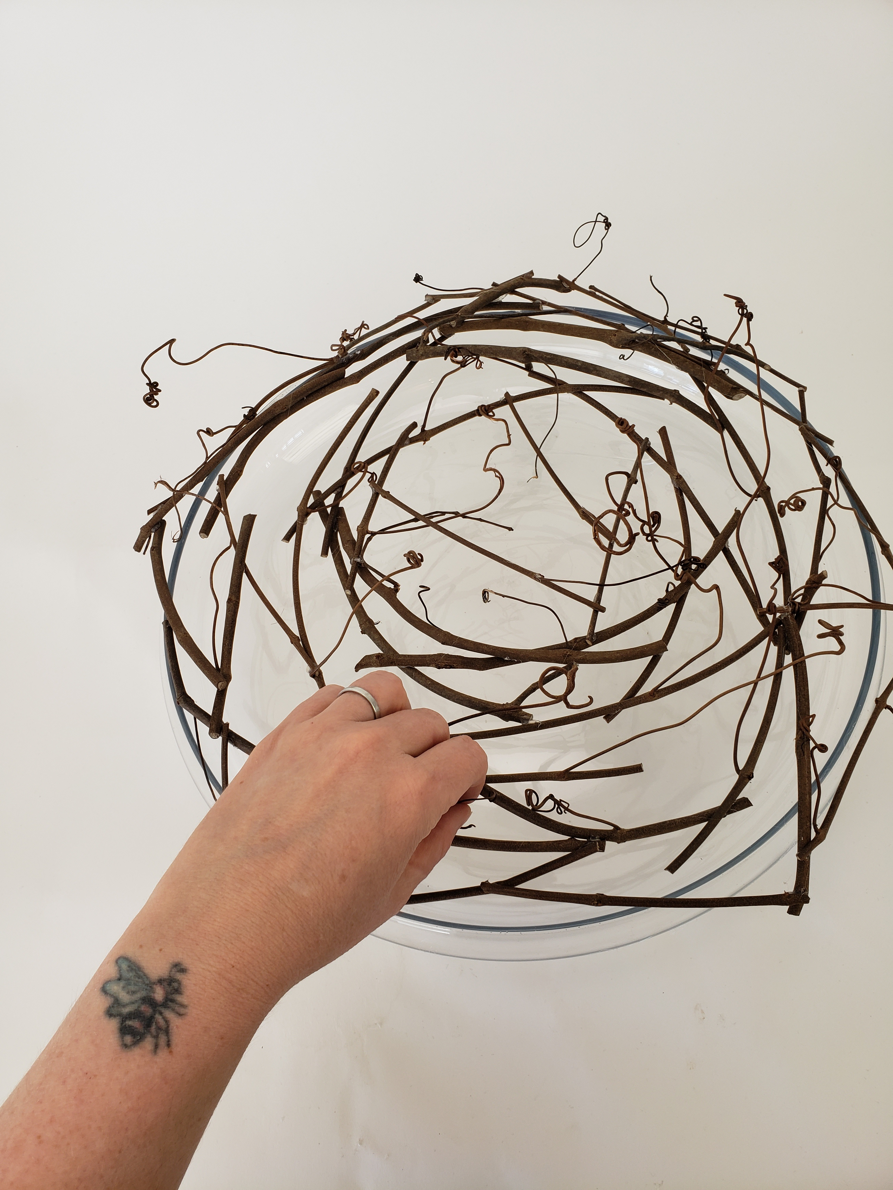 Glue a grapevine armature shaped like the petals of an open rose