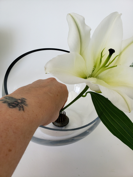 Press a lily stem to stand upright in the Pin cushion