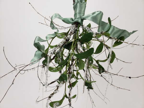How to design with faux mistletoe so that it looks magical