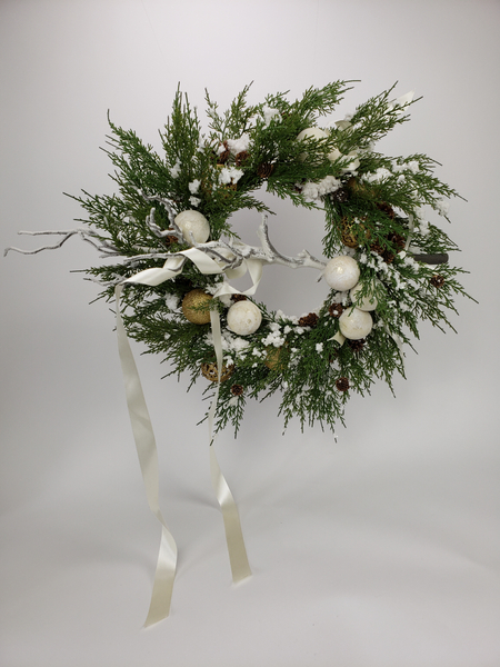 It's unreal floral art Christmas wreath design