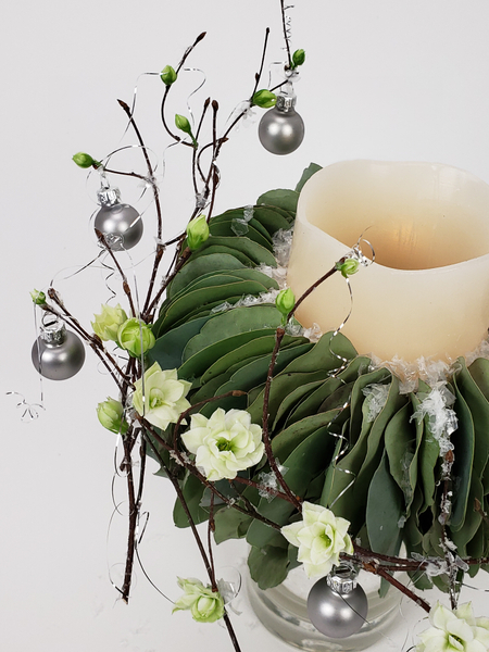 Have less waste when decorating for Christmas by using biodegradable and re usable things