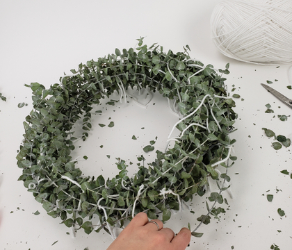 Here it is: the quickest, easiest Christmas wreath… ever!