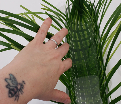 Weave a long lasting (without using floral foam) in a vase floral design basket