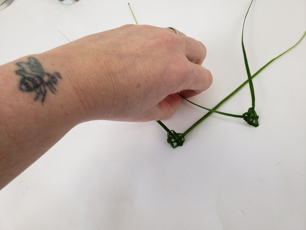 How to weave little hearts from palm leaves of grass