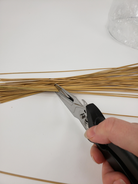 Snip a reed bundle into sections