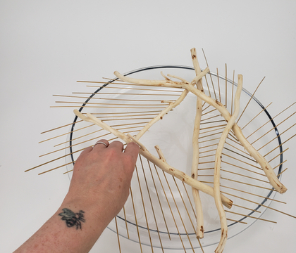 On the edge grid for a decorative twig and reed armature