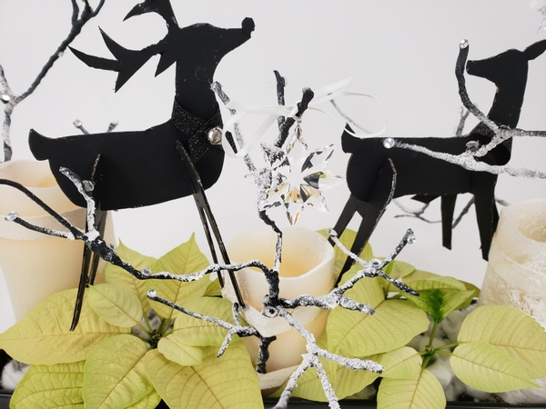Cardboard reindeer for a light and airy design