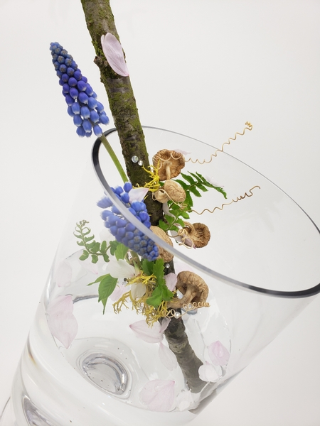 All natural and sustainable flower arrangement lessons for floral designers
