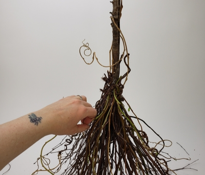 Upright standing besom for the modern witch on the go